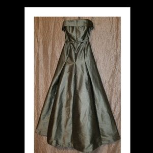 Floor Length Sage Green Gown, size 8 w/POCKETS!